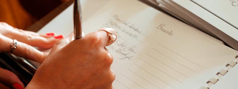 A lista de convidados é o primeiro item a ser definido.