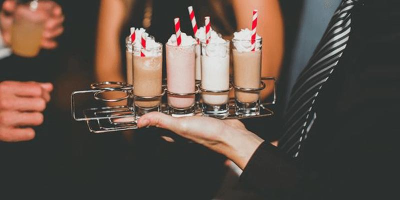 O milk shake traz um ar de descontração para a festa.