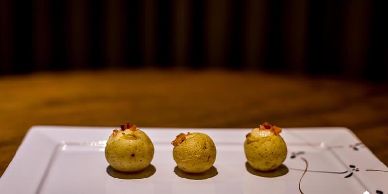 Batata baby recheada com bacon e catupiry: seus convidados vão amar.